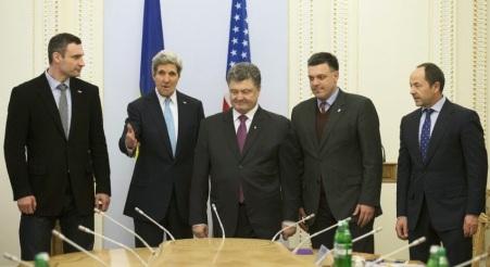 Ο Κέρι συνομιλεί με Ουκρανούς ακροδεξιούς