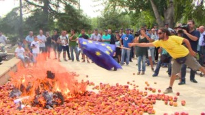 spainpeach-sanctions-protest